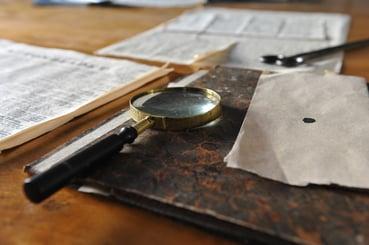 desk-magnifying-glass-map-sheet-265066